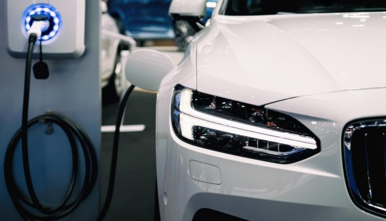 Une voiture qui charge
